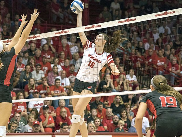 Sports-uw-volleyball-RettkeDana-crGreggAndersonUWAthletics-09282017.jpg