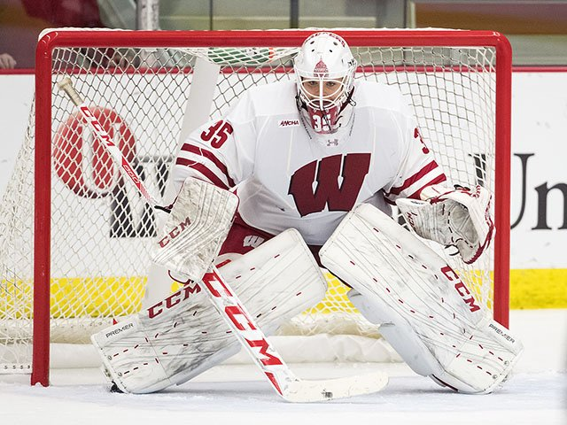 Sports-UWHockey-women-CampbellKristen-crDavidStlukaUWAthletics.jpg