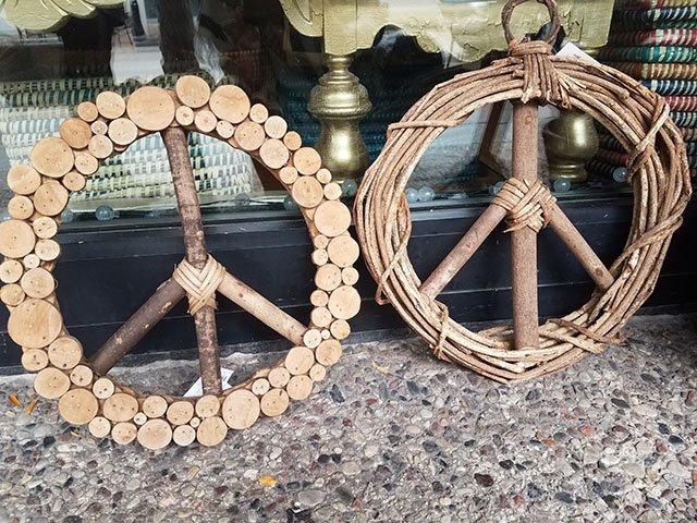 PhotoGallery_SERRV_wreaths.jpg