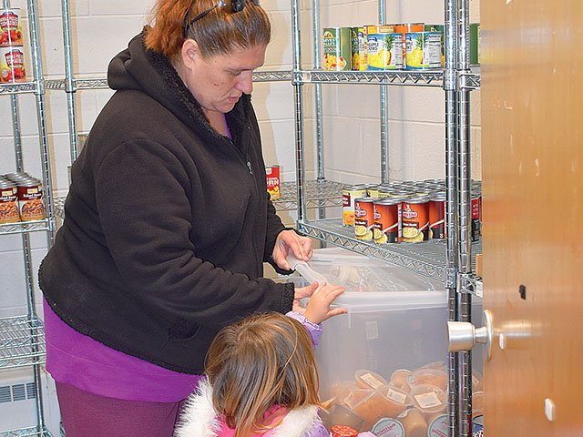 News-Mendota-School-Food-Pantry008_crSoniaSpencer11022017.jpg
