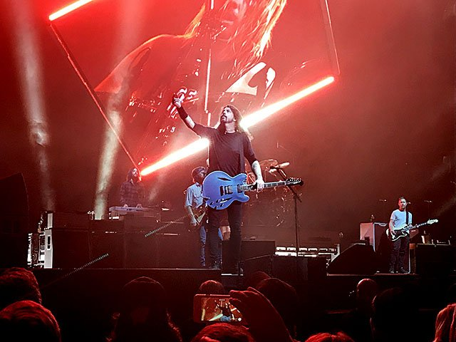Music-Foo-Fighters-crChrisSchellpfeffer-1192017.jpg