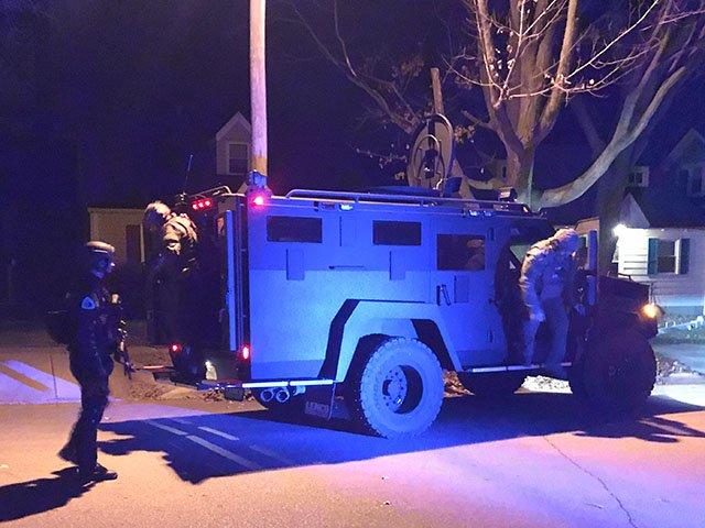 News-Police-Standoff-crDylanBrogan-12042017.jpg