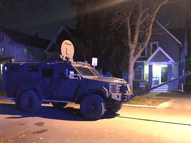 News-Police-Standoff-crDylanBrogan-12042017 (2).jpg