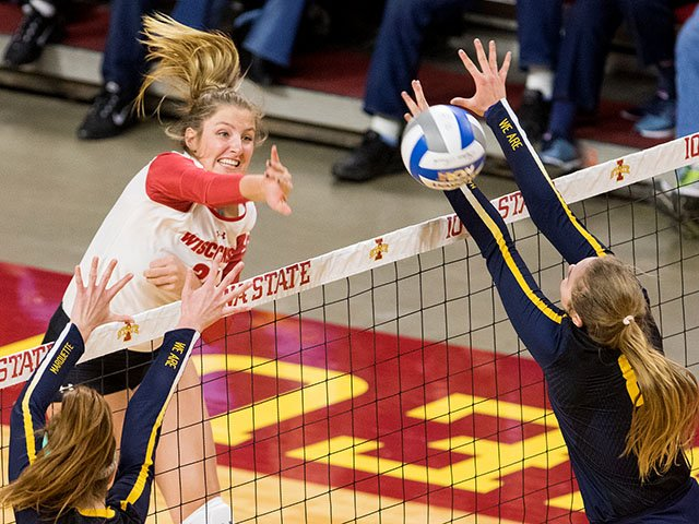 Sports-uw-volleyball-LobergGrace-crWesleyWinterinkUWAthletics.jpg