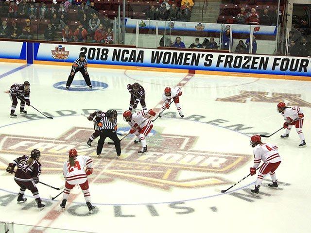 Sports-UW-Womens-Hockey-crAlejandroAlonsoGalva-03222018.jpg