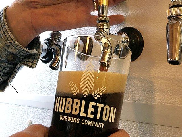 Beer-Hubbleton-Brewing-Crawfish-River-Porter-crRobinShepard-03292018.jpg