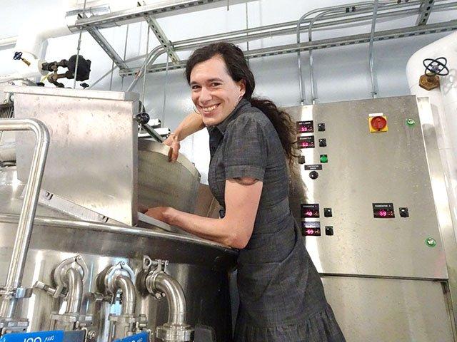Beer-Giant-JonesBrewmaster_JonesJessica-crRobinShepard-06072018.jpg