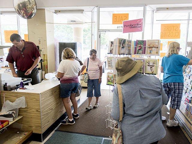 Snapshot-Ben-Franklin-Store Closing-crLaurenJustice-06212018.jpg
