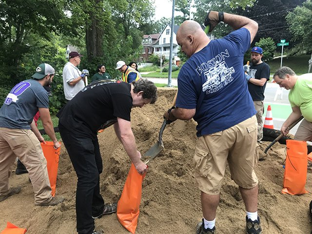 News-Flood-Sandbagging_crDylanBrogan08242018.jpg