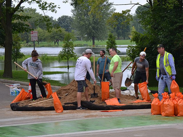 News-Flood-Sandbagging2_crDylanBrogan08242018.jpg