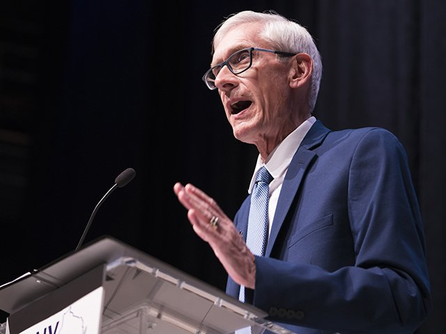 Citizen-Dave-Tony-Evers-podium_crMatthewNorman11082018.jpg