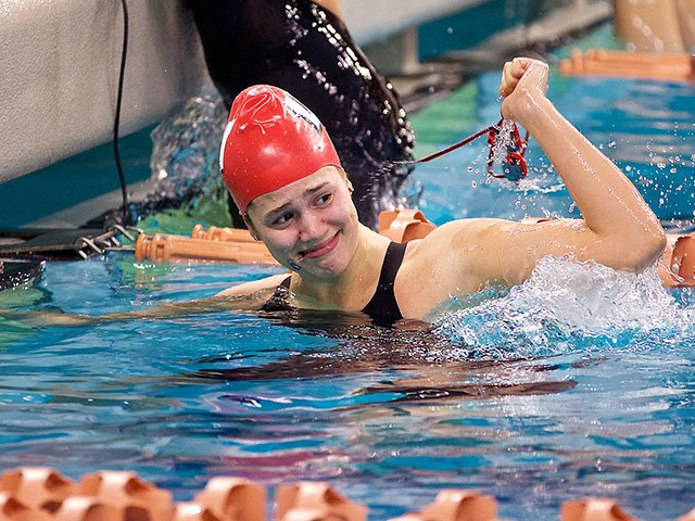 Sports-NelsonBeata-uw-swim-crDebLindsey-12132018.jpg