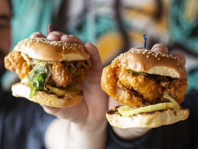 Chicken-Sandwich-crKeniRosales-Dining2019.jpg