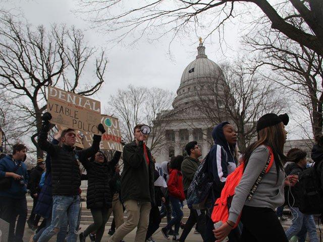 News-Climate-Rally-crHaideeChu-03152019 640x480 4.jpg