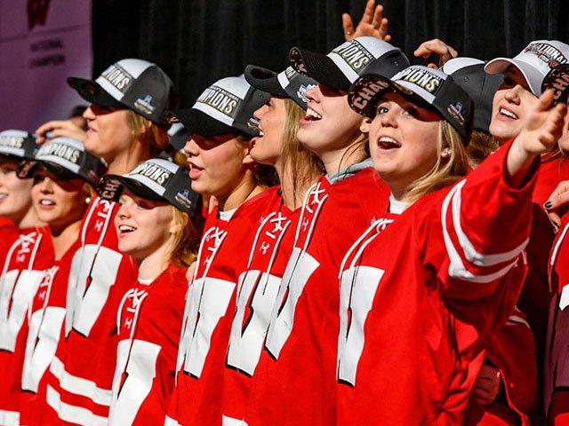 Madweek-womens-hockey-03282019.jpg