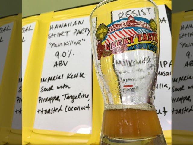 Beer-GreatTasteOfMidwest-BrewingProjekt-Hawaiian-Shirt-Party-crRobinShepard-08122019.jpg