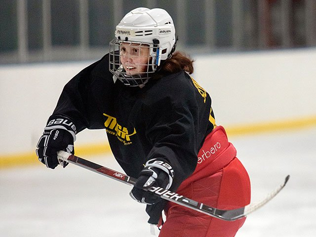 Snapshot-Gay-Hockey-SchwartzkopfStephanie-crChrisBacarella-11212019.jpg
