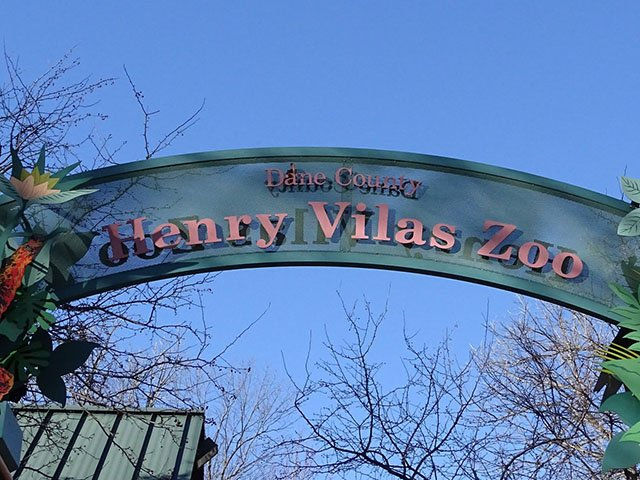 news-zoo-entrance-11212019.jpg