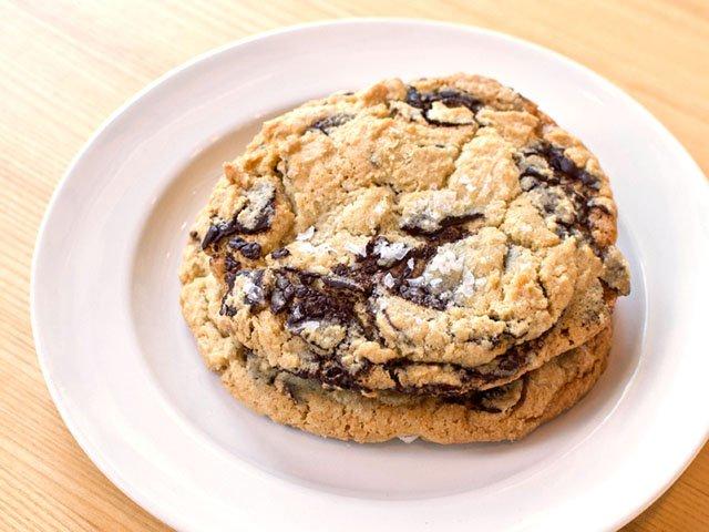 Cookie-Casetta-Kitchen-crJohnKuehl-Dining2020.jpg