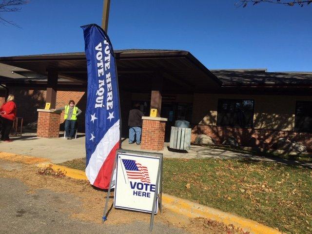 news-eastmadisoncommunitycenter-vote-11-03-2020.JPG