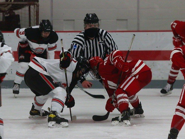 calendar-UW-Hockey-Women-Pettet-Faceoff.jpg