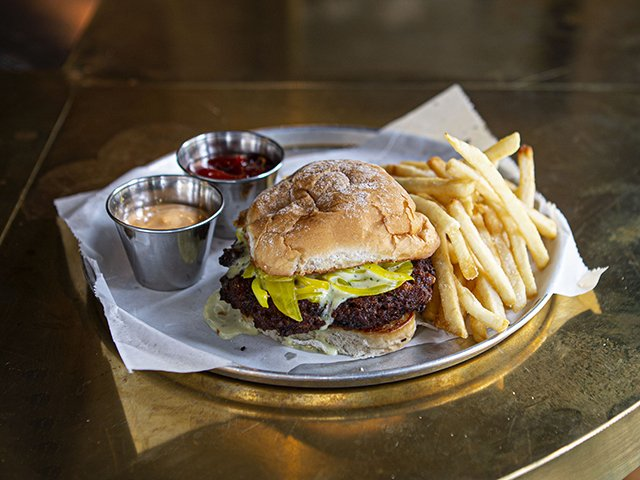 food-settledownReview-veggieburger-crRyanHuber-10-07-2021.jpg